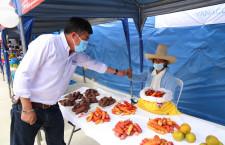 Alcalde Villar inaugura nuevo mercado en El Estanco